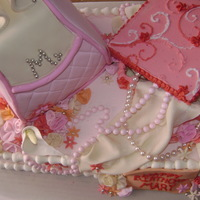 Purse This is my first purse cake, and I chickened out on a larger one, So I put it on a sheet and added a white chocolate jewerly box that I...