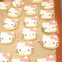 Hello Kitty Cookies   roll out cookies with fondant cuouts