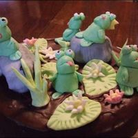 Frog_Kings.jpg Some very funny looking little frogs - I used a store bought marzipan, and their heads just kept rolling back until I gave up! But it gives...