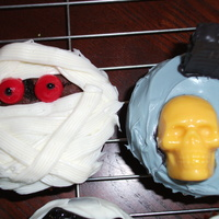 Halloween Cupcakes Mummy cupcake inspired by Wilton, and a chocolate skull w/ a cracker tombstone dipped in chocolate