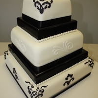 5 Tier Black & White 5 Tier (2 wood spacers) Black & White