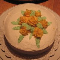 My First Cake Yellow roses from 1st couse. This was my final cake for the class.