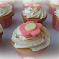 Floral Cupcakes Vanilla cupcakes made with Hello Kitty cake. Fondant flowers and silver dragees for some sparkle. TFL!