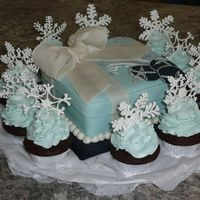 Holiday Ornament Cake W/ Cupcakes