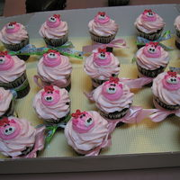 Pink Pigs Large cupcakes for the Avon Lake Animal Clinic Party