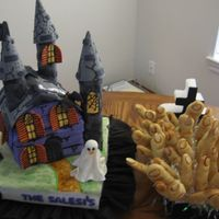 Hallowen I made this cake to a Hallowen party. Also I made fingers cookies for all the kids.