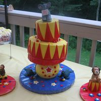 3 Ring Circus I have been wanting to try an extreme cake... at least for me. So, my niece and nephew had a combined birthday with a circus theme and this...