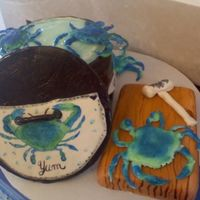 Blue Crabs On The Run this is a side picture of it, the pot lid was a card board circle covered in fondant.