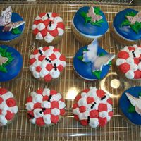 "Bugs On Cupcakes :) For kindergarden graduation , they were studying bugs! I tried to ""class"" them up a bit. Didnt want too go to detailed as I..."