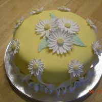 Fondant & Daisy   Final Cake from the Fondant and Gum Paste course