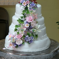 Amelia's Look like a traditional weeding cake. But was the cake I made to my stepmother birthday.