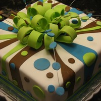 Radames 18 I saw on cc from wjmonte and I love to do it on my own version. Thanks.Pound Cake with buttercream and fondant. Square #10.