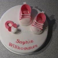Babyshoes gumpaste babyshoes... a little gift for the mum today...