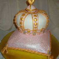 Juicy Couture Crown On Pillow Covered in MM Fondant.