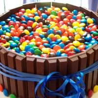 Kit Kat And M&m Cake   I loved making this cake! So simple! http://chefpaige.blogspot.com