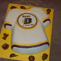 Jersey fondant with edible image, painting on the edges, chocolates around the edge