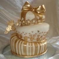 Golden Wedding Cake Hand painted. I use golden powder and alcohol to dilute it.