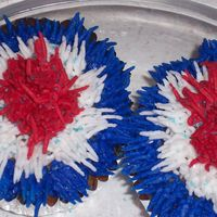 Fourth Of July Cupcakes iced with tip #233