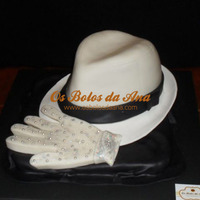 Michael Jackson Hat And Glove 3D Cake Bolo Réplica 3D - Chapéu e Luva Michael JacksonMichael Jackson Hat and glove 3D Cake