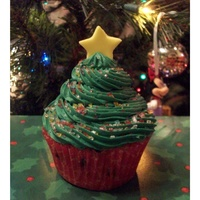 Christmas Tree Cupcake   I made 3 dozen of these for my daughter's kindergarten party at school.
