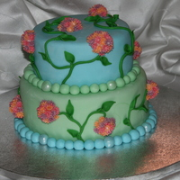 Floral Weddin Cake coverd with fondant, flowers are also fondant