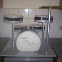 Drum Kit Wedding Cake ok so my first major themed wedding cake! they wanted a drumkit...yes i was a bit like..'oh my god'!!! but i gave it my best shot...