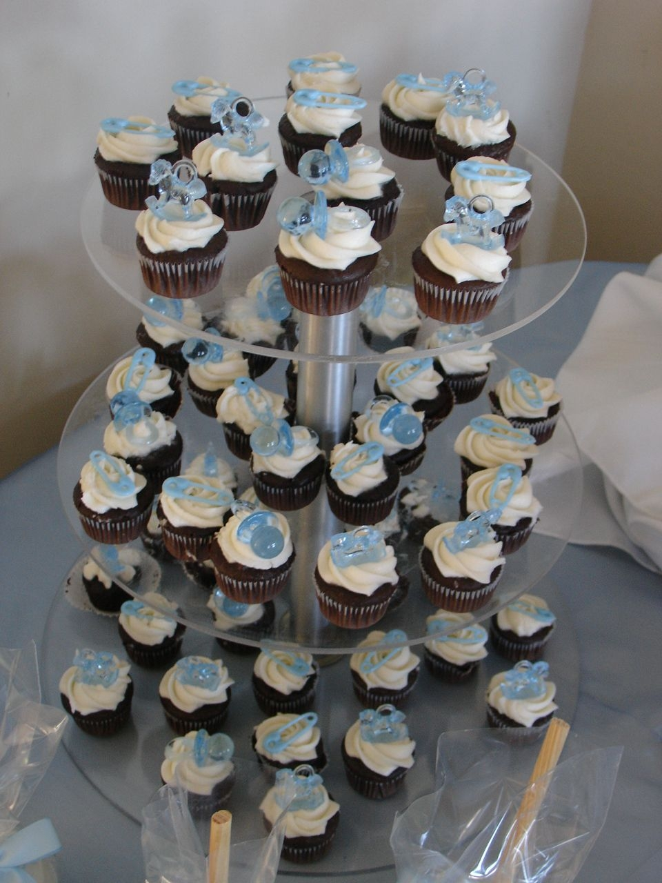 Mini Baby Showercupcakes Chocolate mini cupcakes with cream chease buttercream and plastic decoration, thanks for looking!!!!