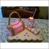 Mocha Chicky Handbag Cake My daughter' s birthday cake.