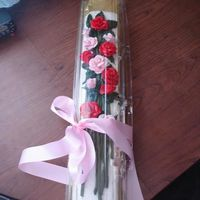 Ecakea.jpg dozen roses in delivery case