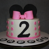 Minnie Mouse Birthday Cake this was my first attempt at a gumpaste bow and i was thrilled that it actually turned out looking like a ribbon bow! also used the disney...