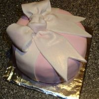 Mini Cake, Big Bow...