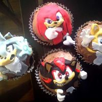 Sonichedhgseries09C.jpg Friends of Sonic! Part of my Sonic the hedghog cupcake series! Kids were wanting something different on their cupcakes SO ...I mad Sonice...