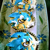 Sonic The Hedgehog Cupcakes Sonic the Hedgehog Cupcakes - My first attempt at trying to make a swish kids cupcake using fondant & vanilla buttercream frosting.