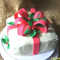Christmas Present buttercream on cake, fondant ribbon and holly