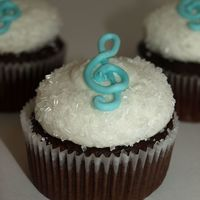 Music Note Cupcake   chocolate cupcake with vanilla buttercream. royal icing note.