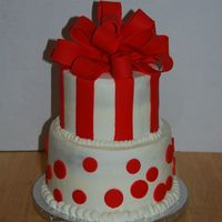 Dsc_5997_Resize.jpg 8 inch round and 6 inch round. Basic BC with Fondant Accents. For a 40th birthday girl.