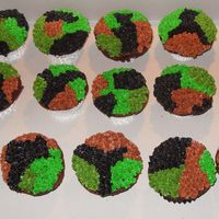 Camouflage Cupcakes I made these for a friends birthday - he LOVES to hunt.