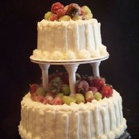 White Teired Cake With Fresh Sugar Fruit fresh fruit sugared