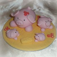 "Mummy Pig With 3 Little Piglets Another mini version of the brilliant Debbie Brown's piggy cake, Topper is 5"" wide . I love minaturising (if thats a word?) her..."