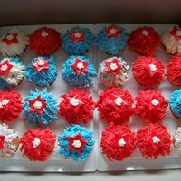 4Th Of July Cupcakes French vanilla cupcakes, filled with vanilla buttercream, covered in buttercream, red fondant stars and royal icing stars.