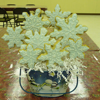Snowflake Cookie Bouquet I made this bouquet to demonstrate some techniques to my class. I would have loved to have had another three or so cookies with me to...