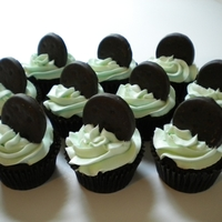 Thin Mint Cupcakes Chocolate cupcakes with peppermint chocolate ganache filling, iced with mint green peppermint buttercream, and topped with a Girl Scout...