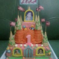 Princess Castle cake for my friend's baby who turned 1. inspired by a lot of castle cakes posted here at CC, thanx so much!!! ;)