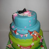 Cats Decorate The Cake