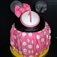 Minnie Mouse One of a trio of cakes for a 4th and 1st birthday party for a friend of mine. MacMom's BC flavored MMF with candy melts. The pleating...