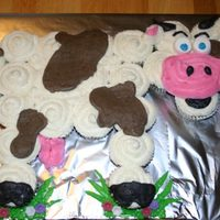 Cupcake Cow I made this cake for my daughter's first birthday. Denelly666 made a cupcake cow that was the inspiration for this cake. The cupcakes...
