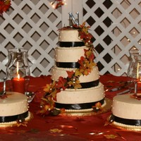 Fall Wedding Cake I did this cake for my cousin's wedding last weekend. There were 400+ at the reception and she wanted a cake to feed 400 (although,...