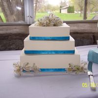 194.jpg Simple cake with ribbon around each tier and fresh flower topper
