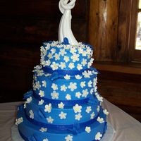 485.jpg Daisy cake with blue background