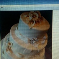 Sample Cake From Bride PLEASE NOTE: THIS CAKE WAS NOT DONE BY ME, IT WAS PROVIDED FROM THE BRIDE FOR HER WEDDING. I JUST UPLOADED IT TO POST ON FORUM, I NEED TO...